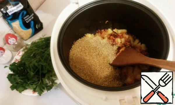We fill bulgur it in the bowl slow cooker in to our roast.