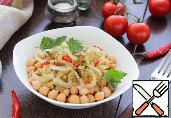 In a bowl spread boiled chickpeas, top with the onion confit. For the thrill, you can add chili pepper, clearing it from the seeds. I will not write about the benefits of onions and chickpea, I am sure that everyone knows about their healing and useful properties.