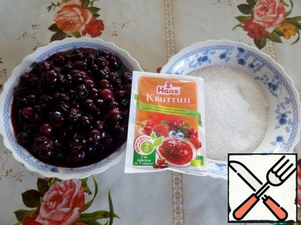 Prepare products for berry puree.