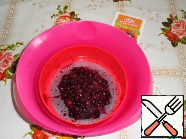 Wipe the berries through a sieve.
