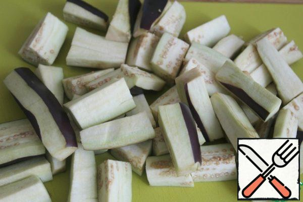 Cut the eggplant into small cubes.