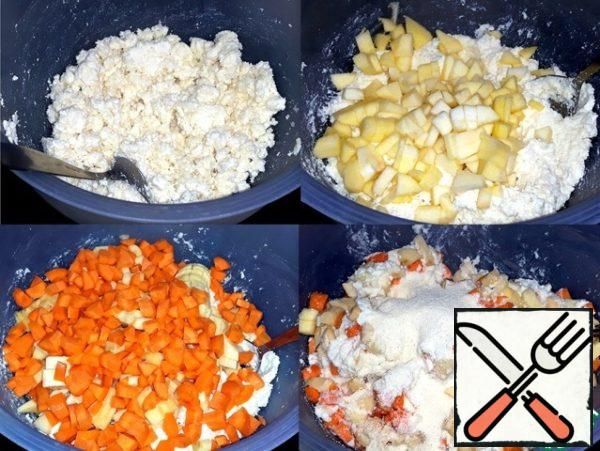 Ricotta whipped hand blender. Apples peeled and cut them into cubes. Diced carrots and bananas. Poured semolina, vanilla sugar, baking powder and salt. The mass is well mixed with a spoon.