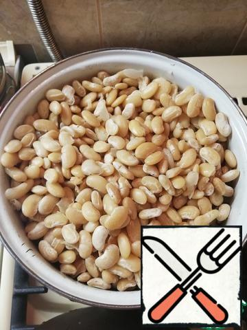 Beans wash and soak in cold water for 5 hours. Drain the water. Boil until tender in fresh water.