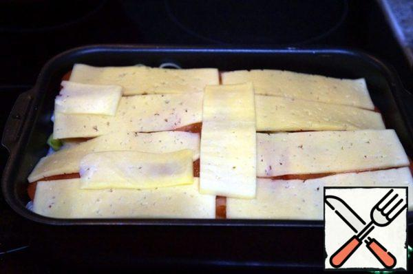 Put the cheese cut into thin plates on top.