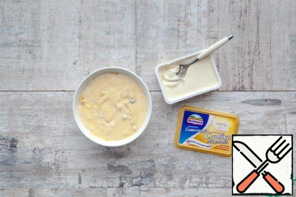 Mix cheese with yogurt, add yolks with butter and flour mixture, stir quickly, not very carefully. Then add bacon. Last gently fold in the whites.