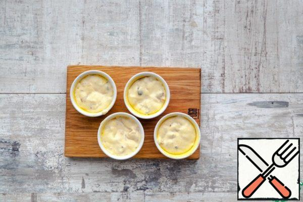 Brush with olive oil muffin molds small size, sprinkle with corn grits. Spread the dough. Put muffins in the oven, bake for 25-30 minutes. Serve warm or cooled.
