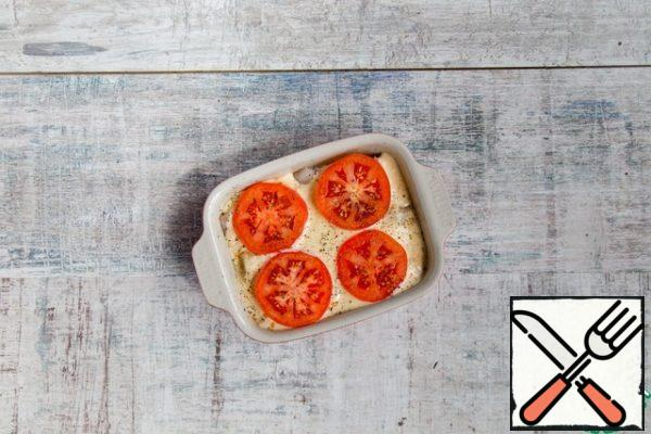 Grease with butter 2 portion forms for baking, put the fish, fill with cheese and cream mixture. Top with tomatoes and pepper.