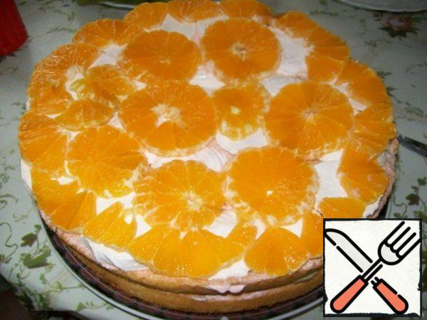And again cake, cream and Mineola or orange. Cover the cake with cream and decorate with pieces of fruit. The finished cake to stand in the cold for at least 4 hours.