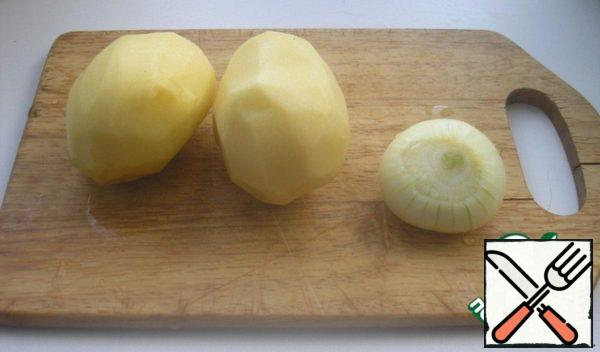 At this time, prepare potatoes and onions. Post a picture so you can see the size of the vegetables.