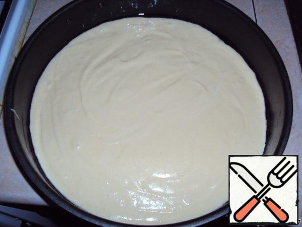 Pour the dough into a greased form and put in a preheated oven for 25-30 minutes. Bake at 180 degrees.