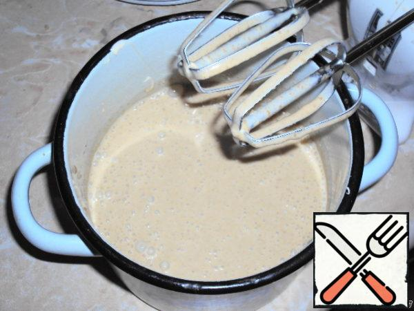 Pour the cooled coffee-yolk mixture into the whipped cream and whisk again slightly, until smooth.