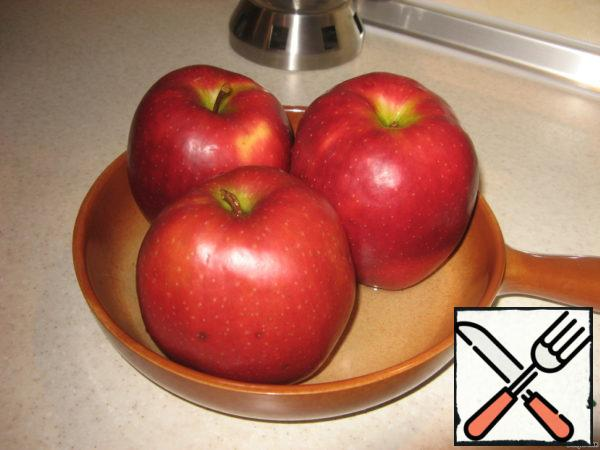 I have apples large-beauties, so I took 3 apples, placed them in a heat-resistant form, poured some water and baked in the oven at t 200 for about 30 minutes. Apples stabbed with a knife. Smaller apples will require less baking time.