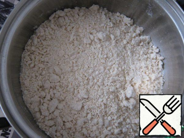 Add the ricotta and sugar, stir with your hands into crumbs.