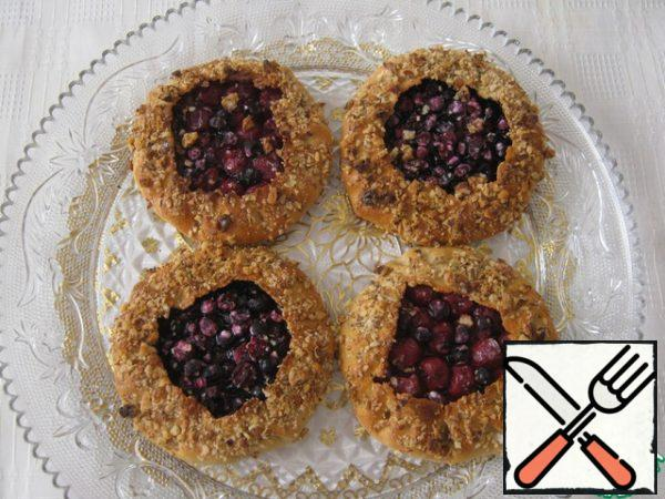 Bon appetit, enjoy your tea! Such biscuits can be made with any berries and fruits.