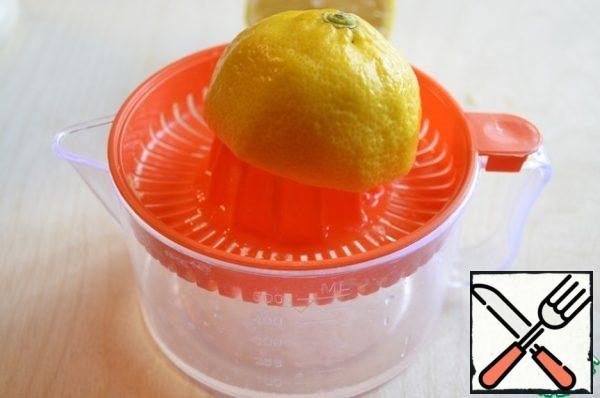 Gelatin pour cold boiled water, leave to swell ( the ideal here is of course agar-agar, but we have it uncommon, I used the gelatin). Squeeze of lemon juice. Add it to the melon and boil over medium heat after boiling for 5 minutes.