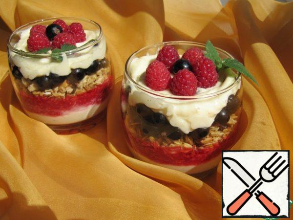 Glasses in layers spread butter cream, raspberry puree, granola, currants and whipped cream. Cool and serve.