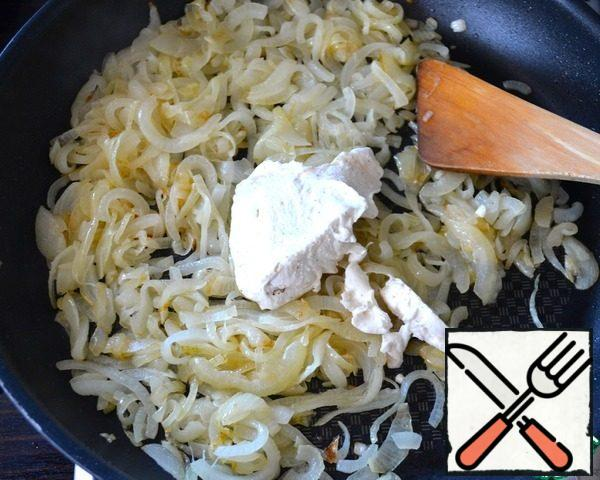 """You can add a little water to the pan, cover and put out the onion for a stew minutes until it becomes soft. I have it became necessary """"consistency"""" in the process of roasting... Mix sour cream and spices and add all to onions."""