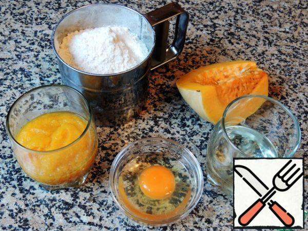 Mix dry dough ingredients: sifted flour, baking soda, 3 pinch of salt. And liquid: pumpkin puree (chilled), oil, egg (a little yolk separated for lubrication).