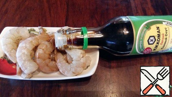 Prawns cleaned and marinated in soy sauce.