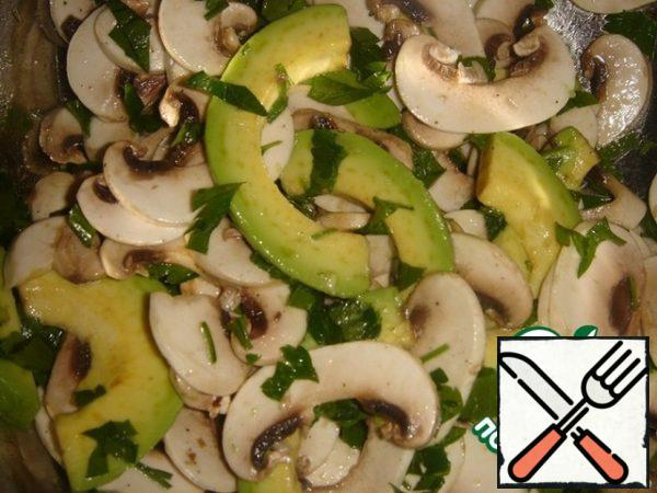 All gently mix, so as not to deform the avocado slices.