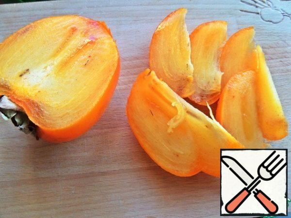 Persimmons cut into slices.