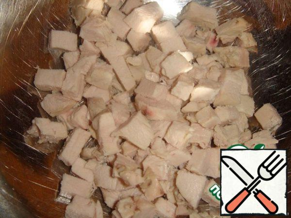 Cut chicken meat into small cubes.