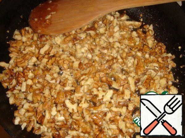 Walnuts slightly chop and fry in butter. They become unusually fragrant.