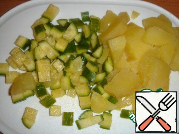 Cut the cucumber and potatoes into small cubes.