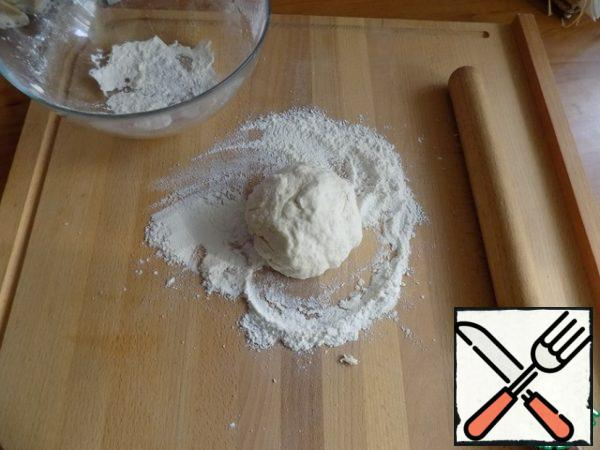 Spread the dough on the work surface and roll it into a ball.