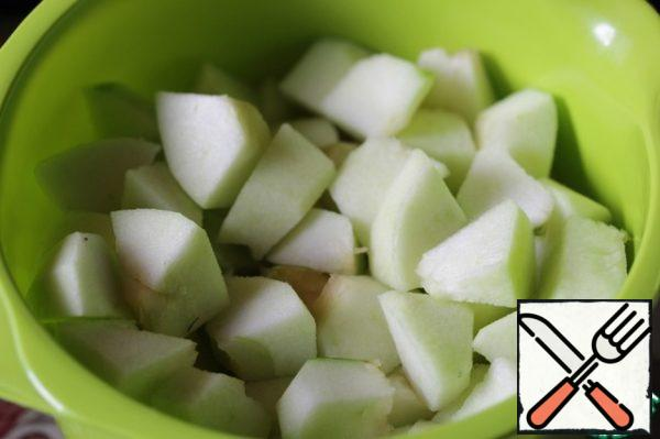 Filling. Peel the apples and pears, remove the core, cut the flesh into slices.