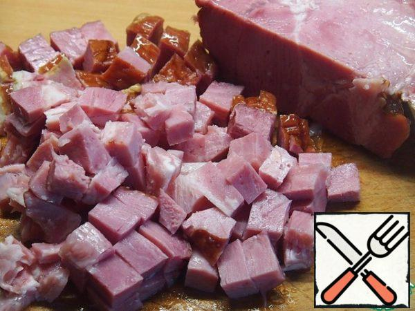 Cut the smoked meat into small cubes.