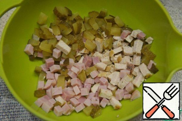 Cut chicken meat and ham into cubes or strips. Add diced cucumbers.