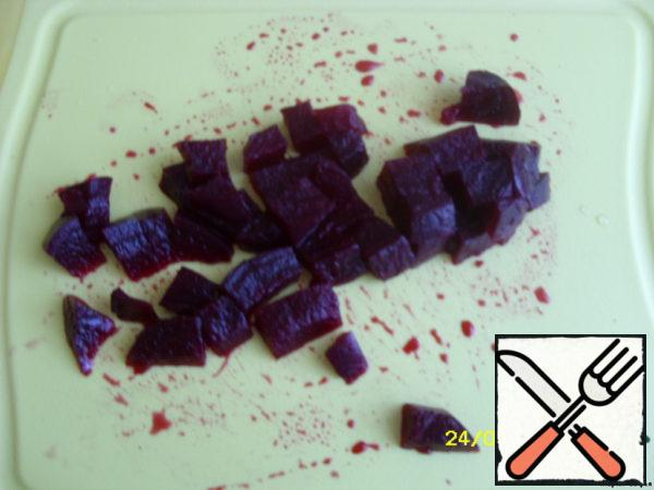 Boil beets, peel and cut into large cubes.