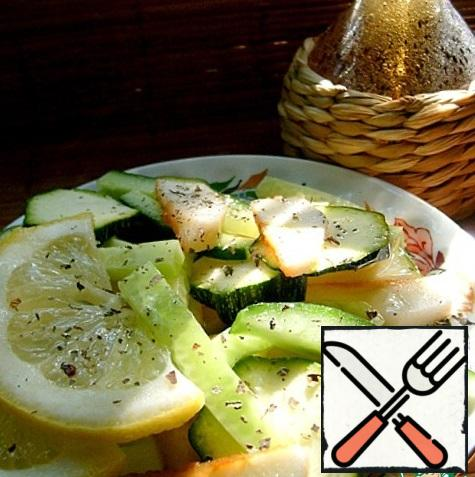 Prepare the dressing: squeeze lemon juice to taste in vegetable oil, put salt and Basil. If desired, you can add ground black pepper. Season the salad and put it in the cold for 30-40 minutes.