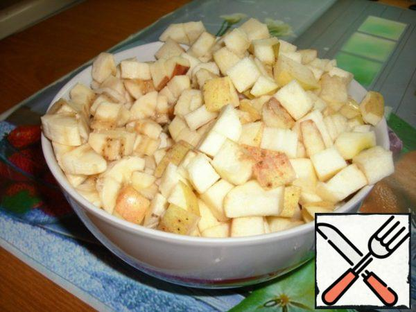 Cut the fruit. I cut with a die. It is very tasty when there is a banana in the casserole. You can also add any dried fruit or just not dry fruit. See for yourself. Who likes it.