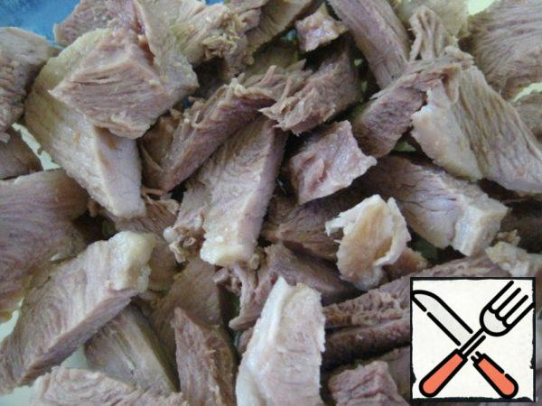 Wash and peel vegetables; boiled meat cut into strips.