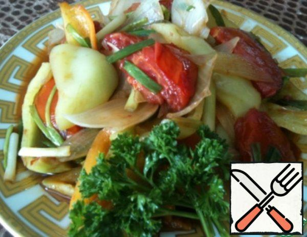 Our salad's ready! Can be served both hot and cold. Onions and peppers should crunch a little.