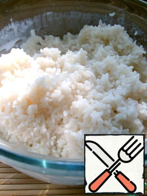 We need boiled rice. Each hostess has her own, time-tested way.