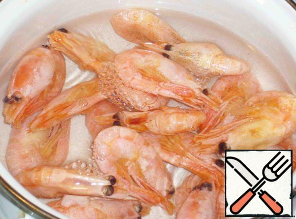 Boil the prawns in salted water for 3-5 minutes-to make our sauce.