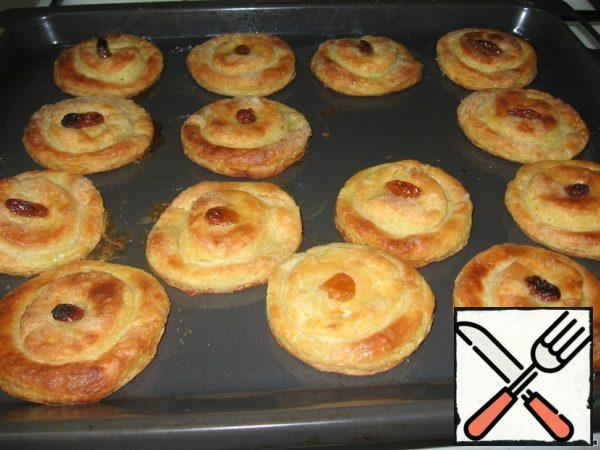 Bake in the oven for 25 – 30 minutes at 180-200 C until Golden brown. All! Cheese cakes are ready! Bon appetit!!!