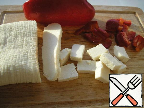 Cheese cut into small cubes and pepper-cubes. I have homemade cheese of my own making, you can replace it with cheese.