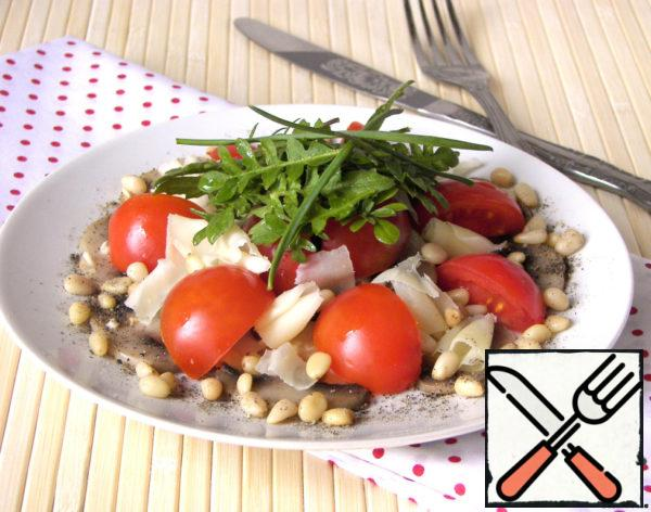 Salad with Mushrooms, Tomatoes and Pine Nuts Recipe