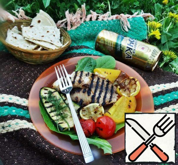 Vegetables, also grilled, will serve as a tasty and healthy garnish.