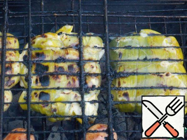Bake on the grill for 6-8 minutes on each side. Remove the thread.