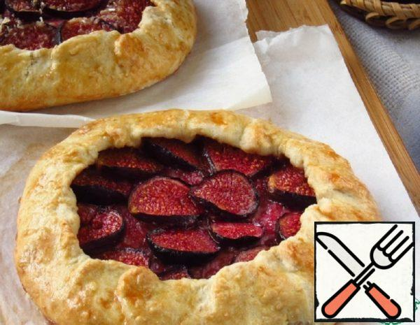 Galette with Cottage Cheese and Figs Recipe