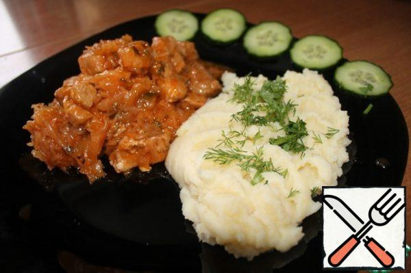 Spread on a plate of Bigus, mashed potatoes, sprinkled with fresh chopped herbs and vegetables. Bon appetit!