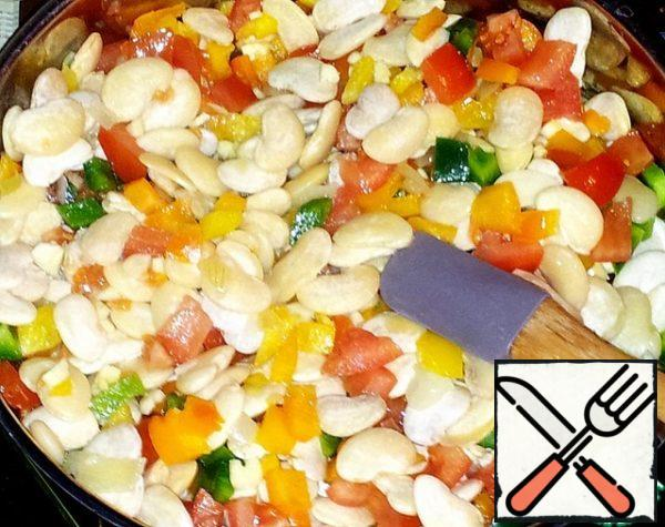Beans cook over low heat for at least 1.5 hours. Do not forget to stir the contents of the pan sometimes.