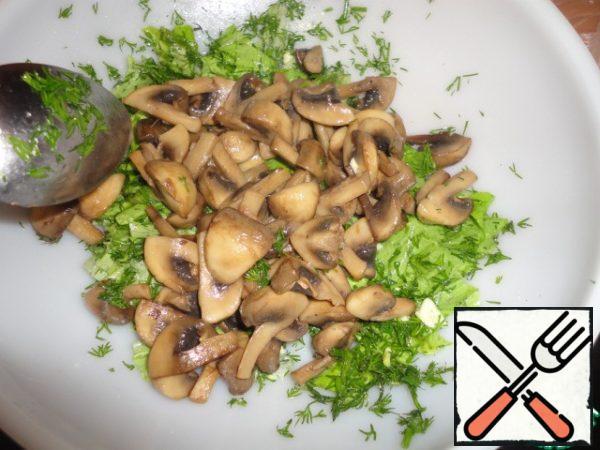 Add warm mushrooms and mix.