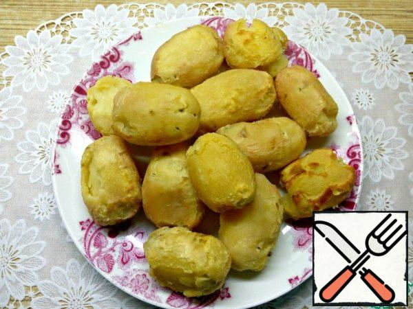 Once the potatoes are ready, cool and peel.