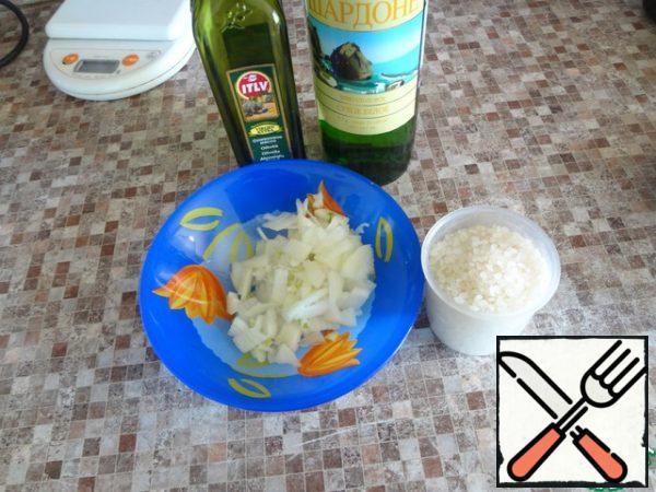 Prepare dry wine, olive oil, rice and cut the medium onion.